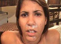 bresilienne-ado-de-copacabana-a-du-sperme-sur-la-bouche