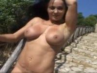 Erika Bella est une diva aux gros seins