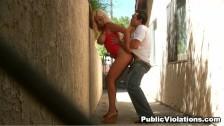 Bridgette B baisée dans une ruelle